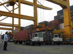 lanh-dao-cuc-thue-xnk-phan-hoi-ve-quy-dinh-cong-phi-cic-ve-sinh-container-do-vao-tri-gia